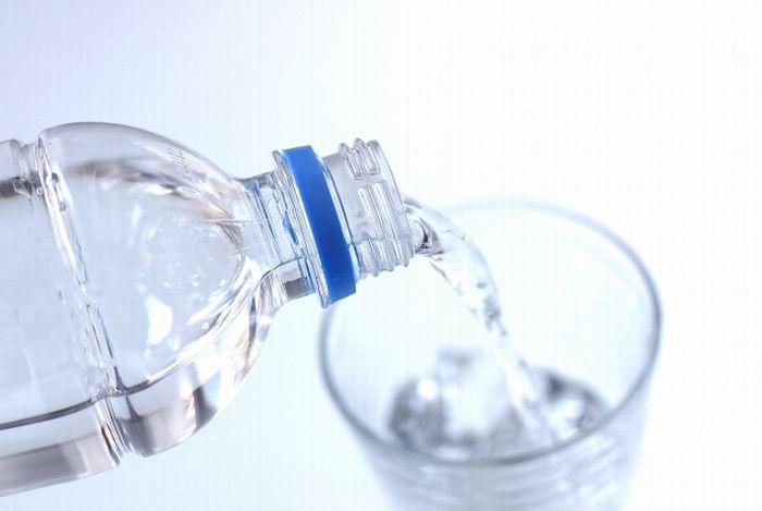 「水を飲んだだけで太る」は本当か? | 一日に必要な水分量の目安